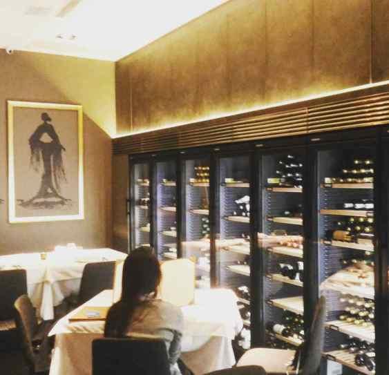 Binomio quieter dining area