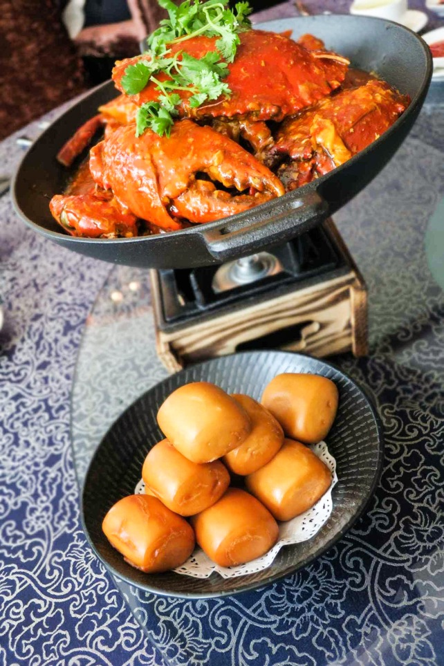 Chilli Crab served with Fried Mantou 星洲辣汁螃蟹伴炸馒头